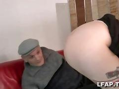 papy baise une jeune cochonne
