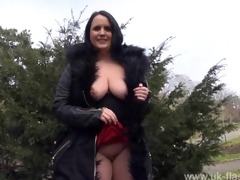 bbw hottie sarah-janes public flashing and