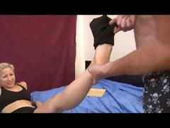 teen gal gives step daddy foot joob