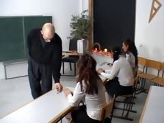 schwarze flamme gold punished schoolgirl (german)