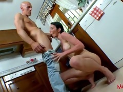 an lustful french mum want to fuck in her kitchen