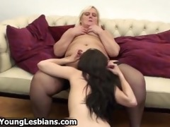 real aged lesbo exploring the body part1