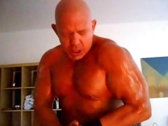 muscledad akos piros showing off his muscles