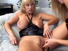 mature kat kleevage and young lisa marie lesbo