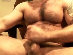 cam - hirsute muscle italian dad jacking off