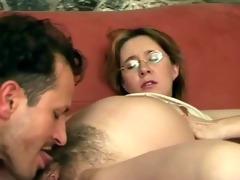 oral pleasure for preggy pussy