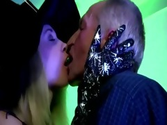 check younger slut kiss oldie