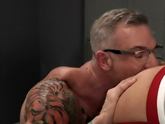 trent bloom receives double fisted by tattooed