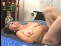 horny housewife humps the gardener 2/6